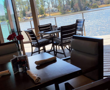 lake front dining options